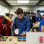 Apple Sells 9 Million iPhones Over Debut Weekend
